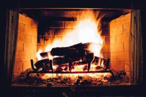 En brændeovn fra et godt mærke og biopejse i praktiske design kan købes hos Himmerlands Pejsecenter