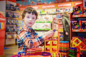 Stort udvalg af spændende legetøj og hyggelige spil hos Lirum Larum Leg
